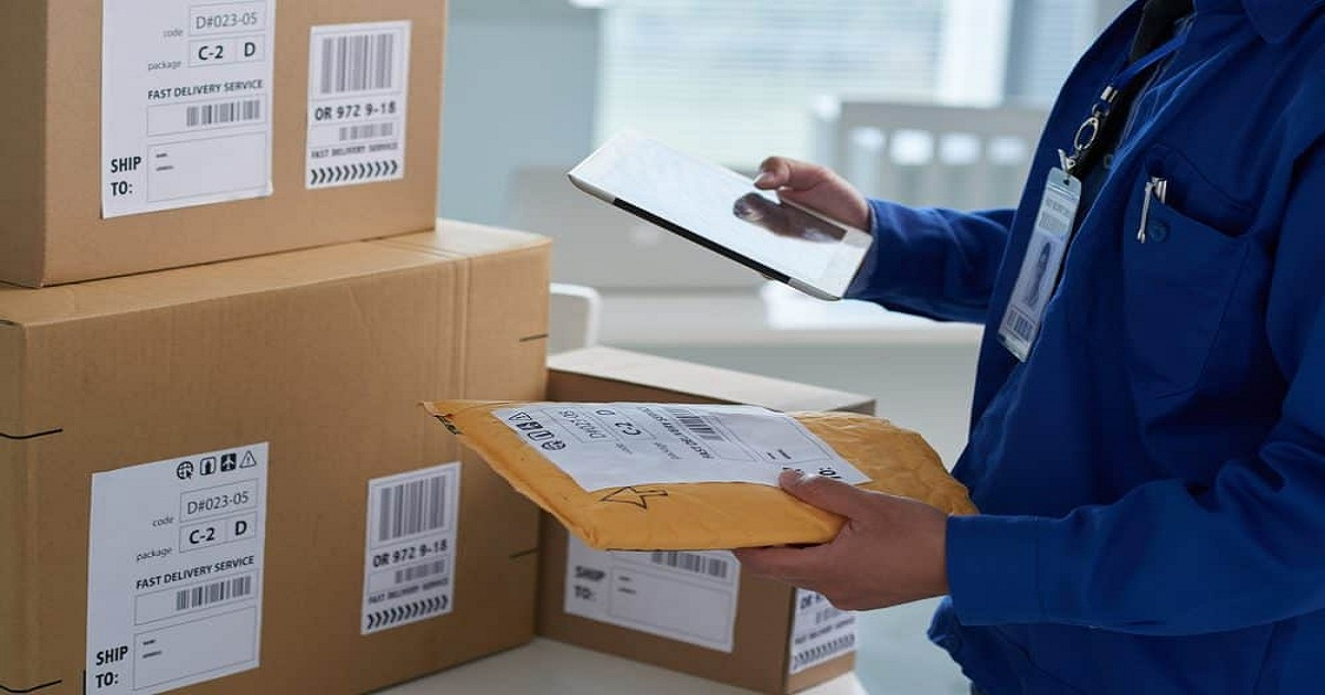 HOW TO EXPAND AND STREAMLINE YOUR SHIPPING CAPABILITY TO FULFILL GREATER E-COMMERCE DEMAND